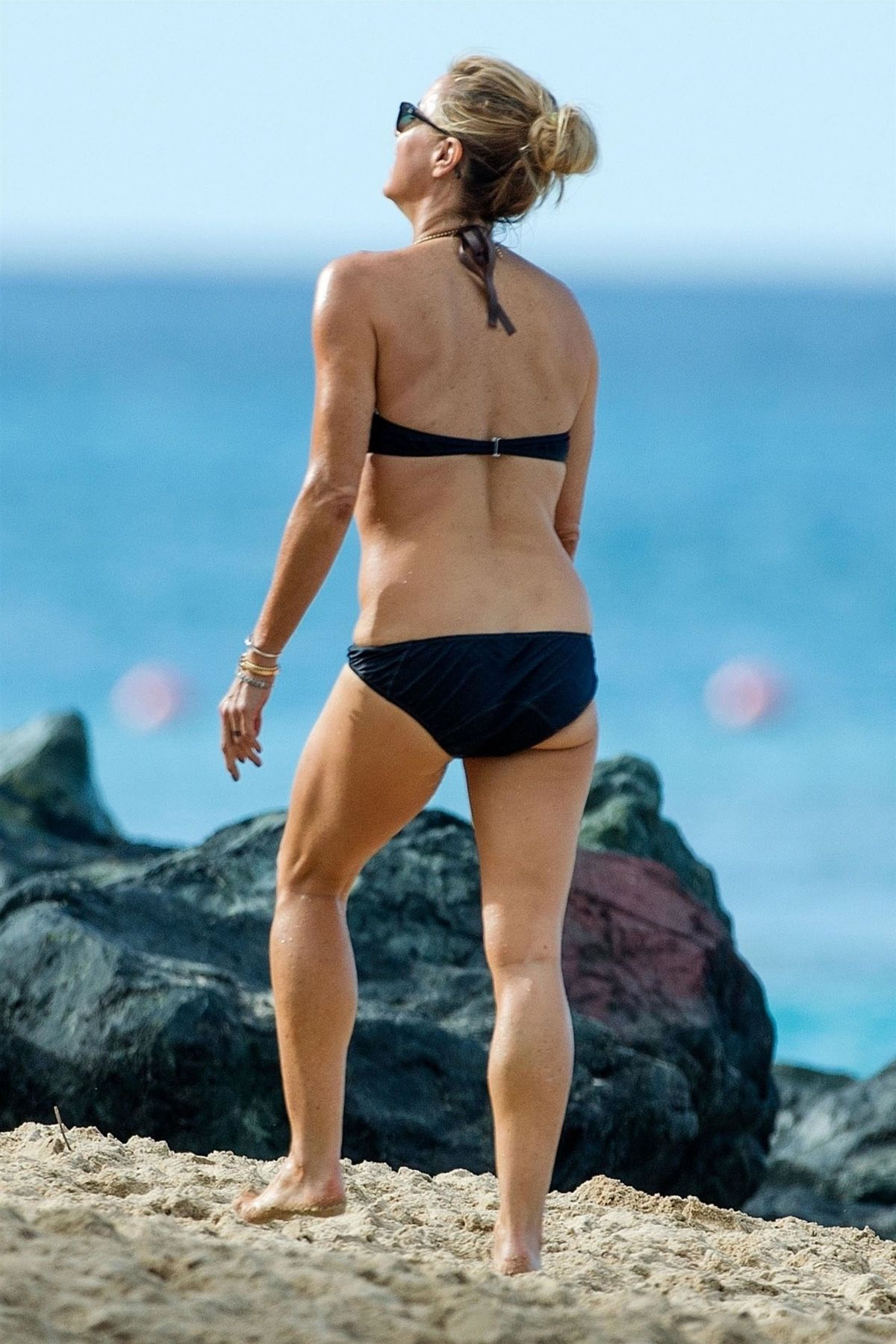 Tea Leoni Hits the beach for some early morning sun in ...